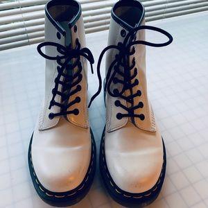 1460 WHITE 8 EYE DOC MARTEN BOOTS